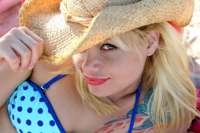 hat-bikini-model-lips